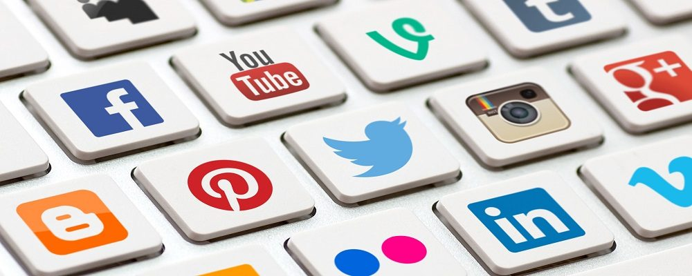 How-To-Become-An-Expert-In-The-Social-Media-Age-Stock-